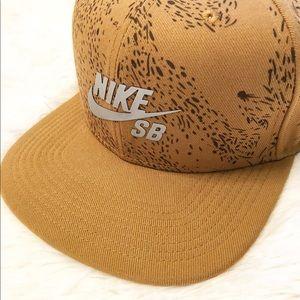 Nike SB SnapBack Cap - Like New